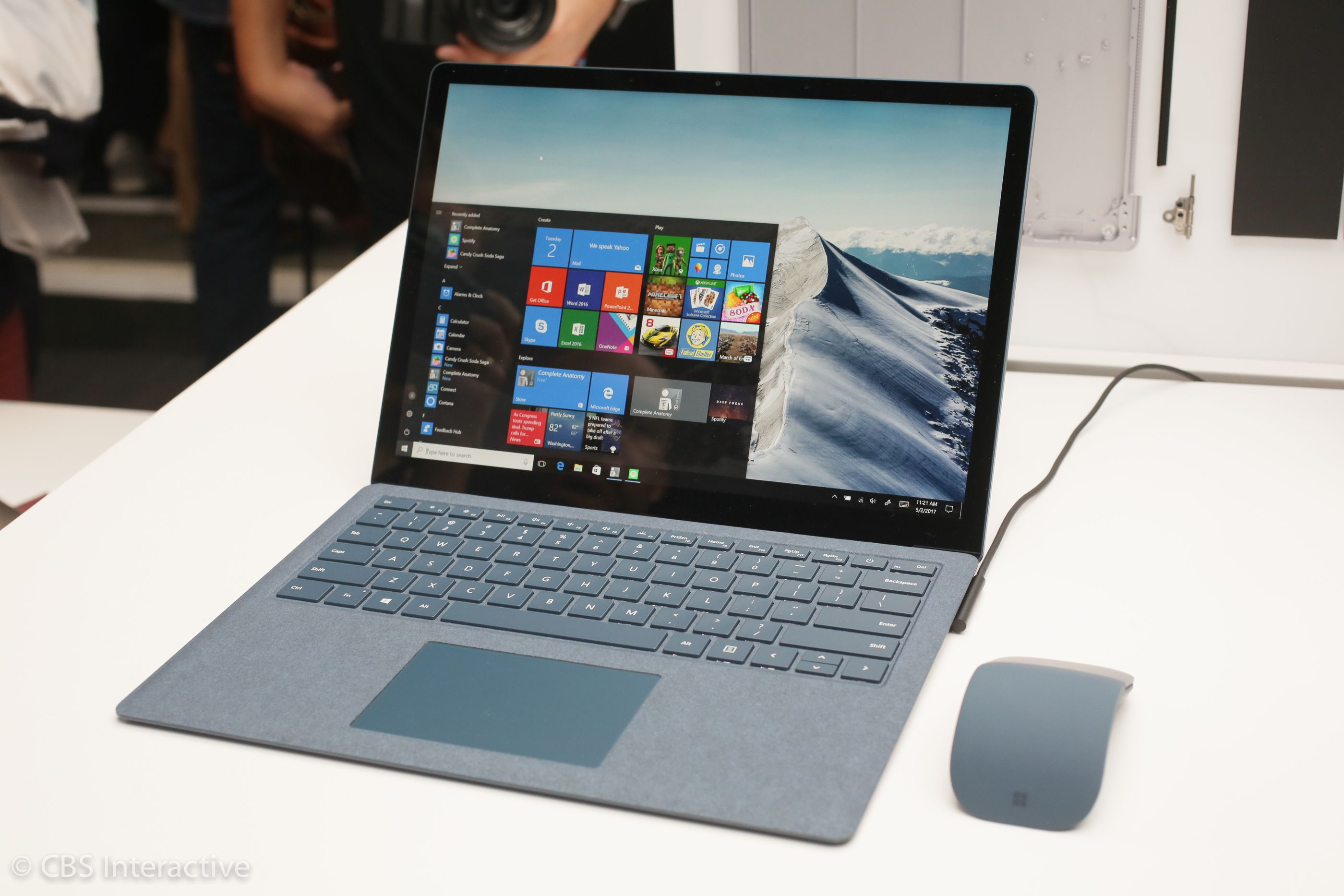 Новый SURFACE LAPTOP и лайт версия Windows 10 представлены компанией Microsoft